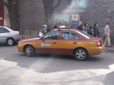 На фото: Пекинское такси