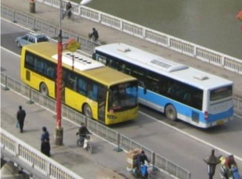 На фото: Нанкин, городские автобусы