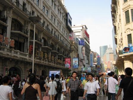 Знаменитая Nan Jing Road в Шанхае