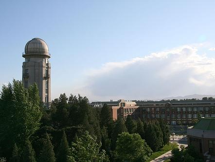 На фото: Университет Цинхуа - один из лучших китайских университетов