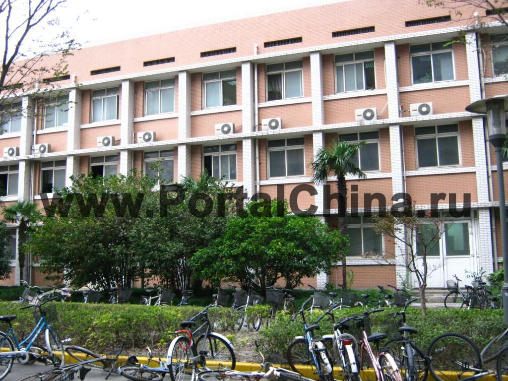 На территории Университета Фудань