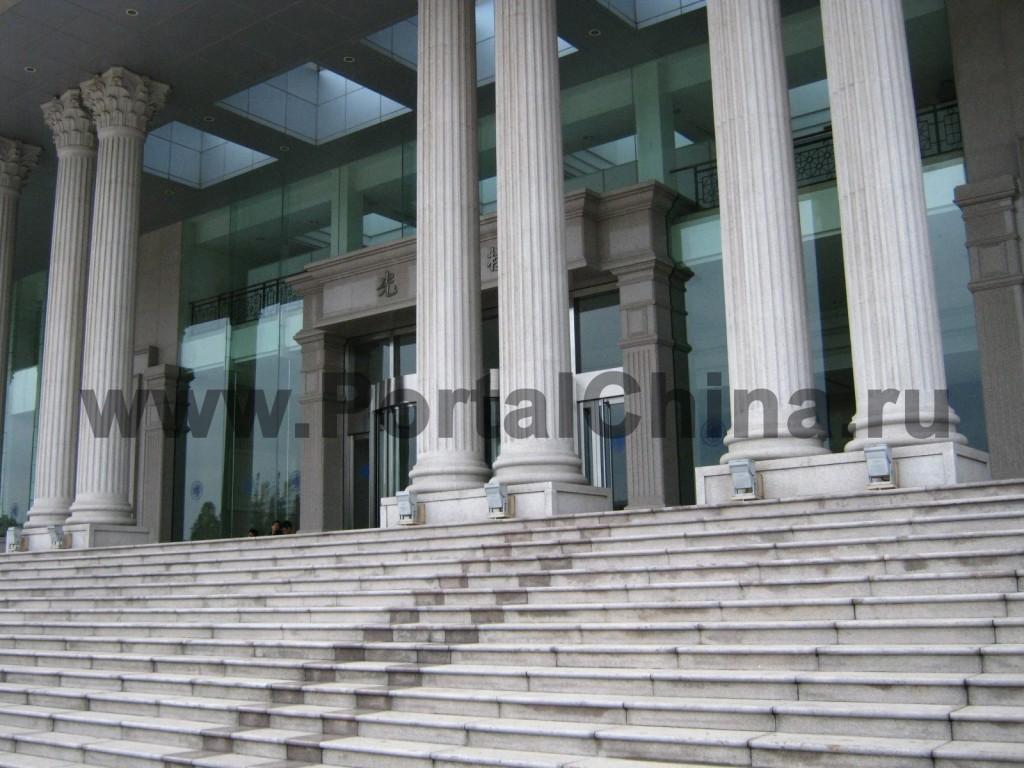 Вход в корпус Университета Фудань