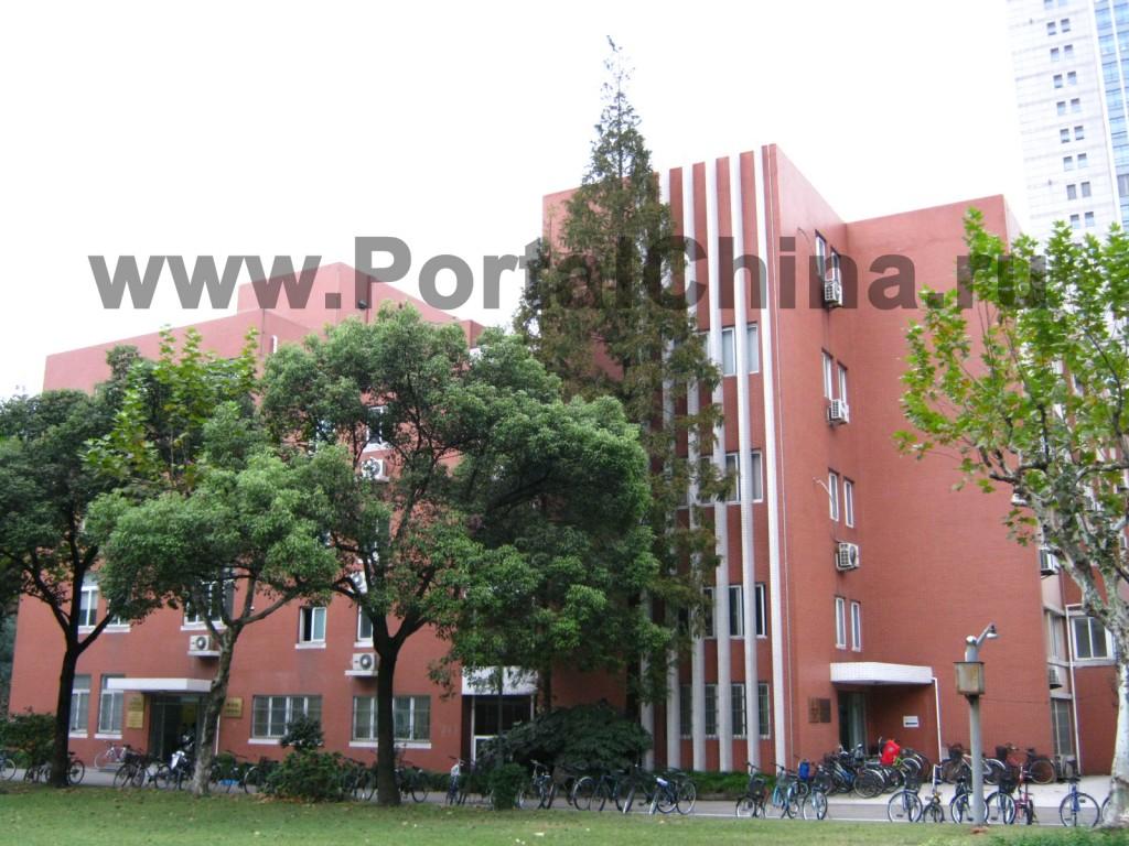 Учебные корпуса и общежития Университета Фудань