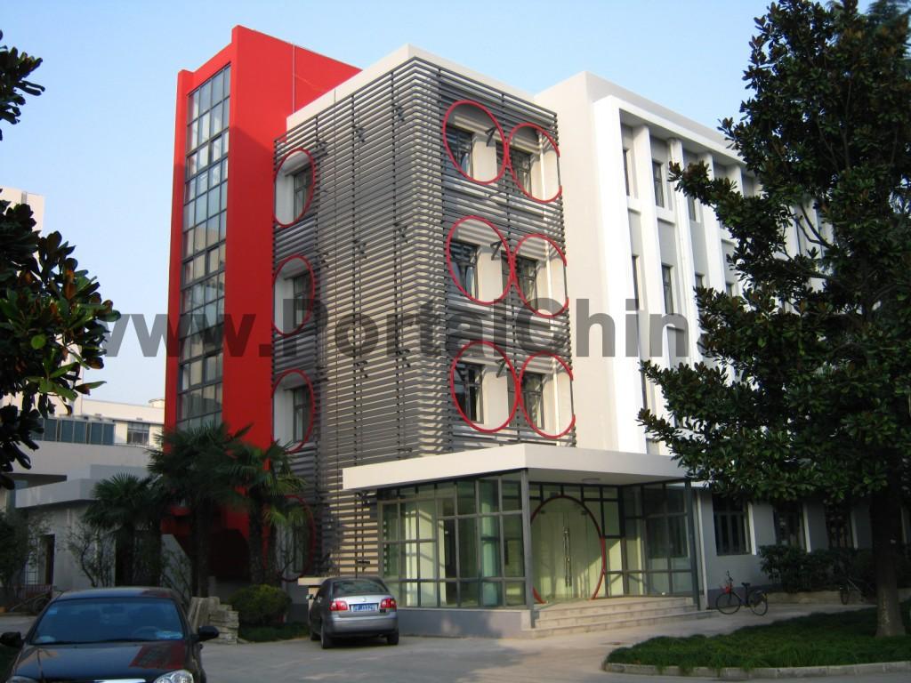 Учебный корпус Университета Дунхуа: здание в современном стиле