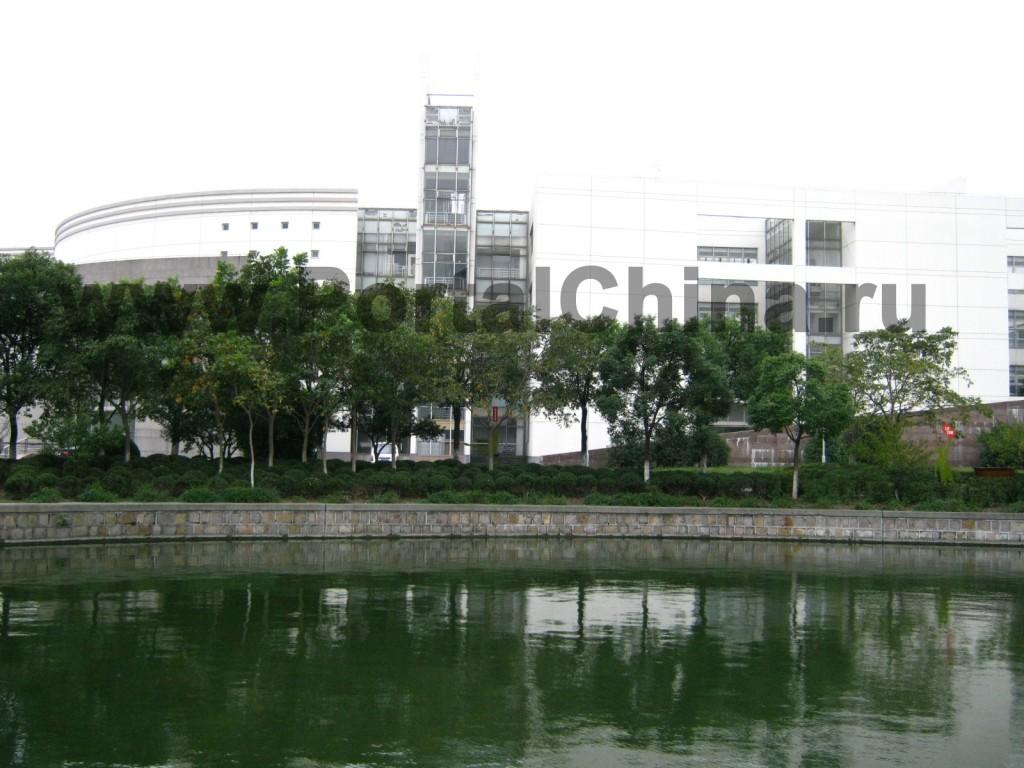 Шанхайский Университет и его территория
