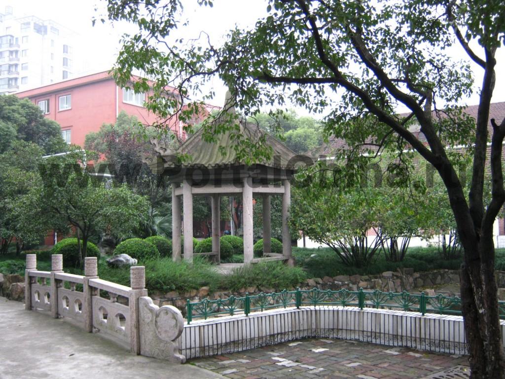 Живописный парк и зона отдыха Шанхайского Университета