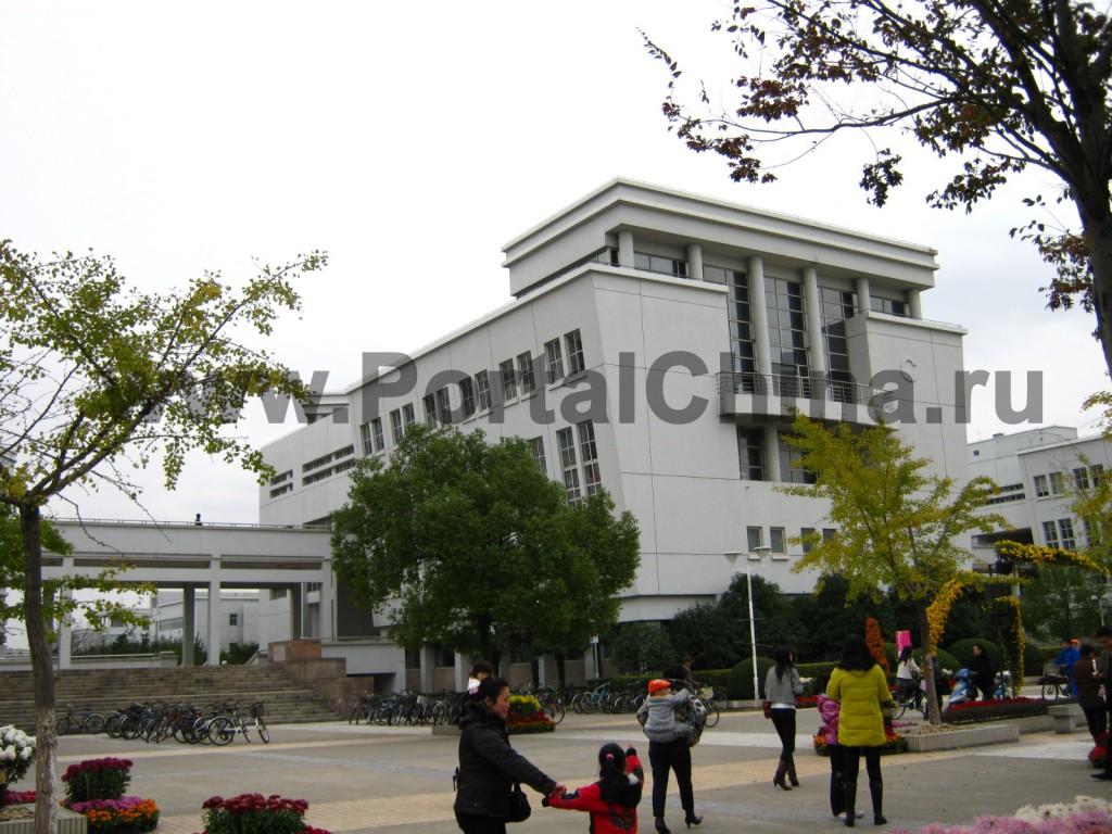 На территории Шанхайского Университета