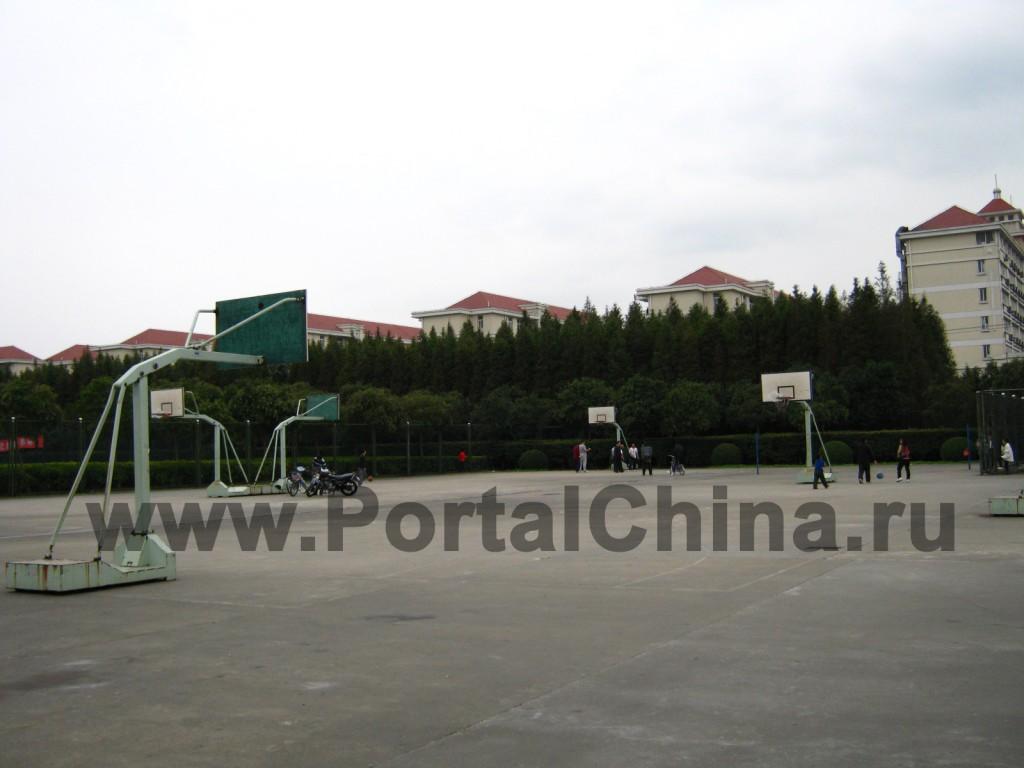 Спортивные площадки на территории Шанхайского Университета