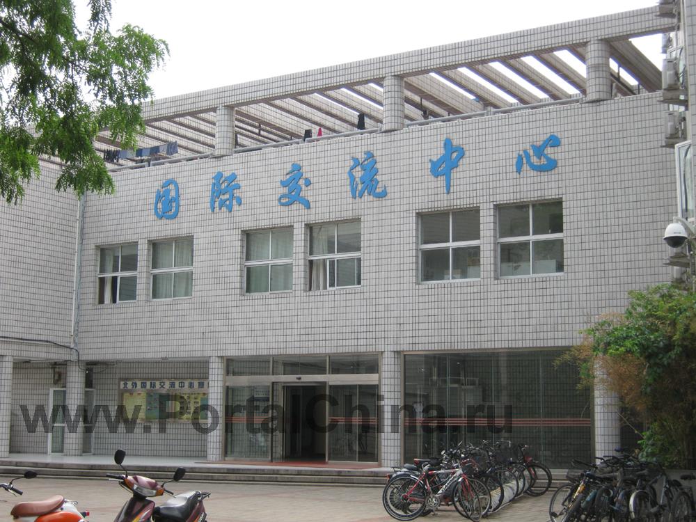 Административное здание Beijing Foreign Studies University