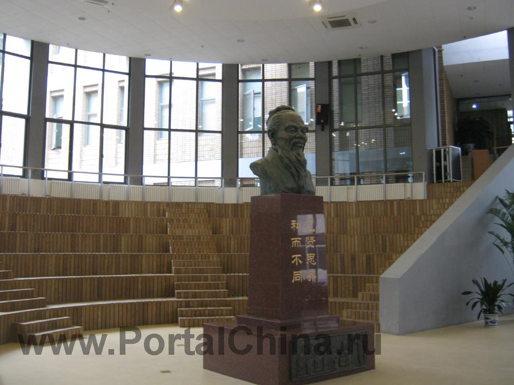 Библиотека Пекинского Университета Иностранных Языков