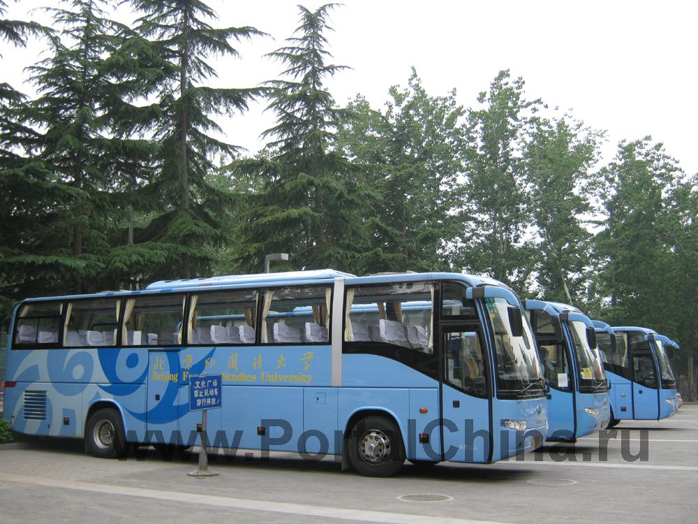 Фирменные автобусы Пекинского Университета Иностранных Языков