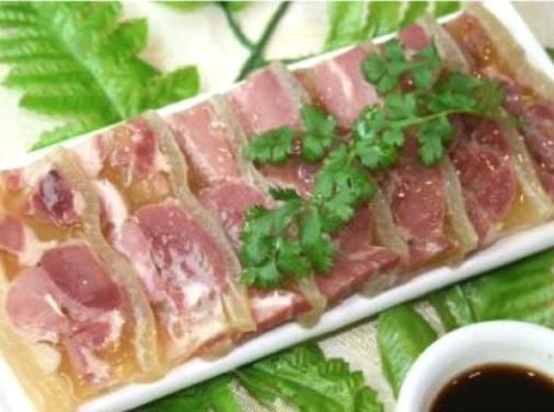 На фото: стеклянное мясо shui jing yao rou