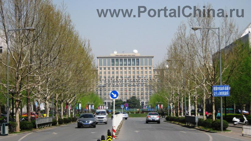 Так же как и сам Tsinghua University, авторитетна и популярна в бизнес-сообществе Школа Экономики и Менеджмента, предлагающая программы МБА, в том числе на английском языке