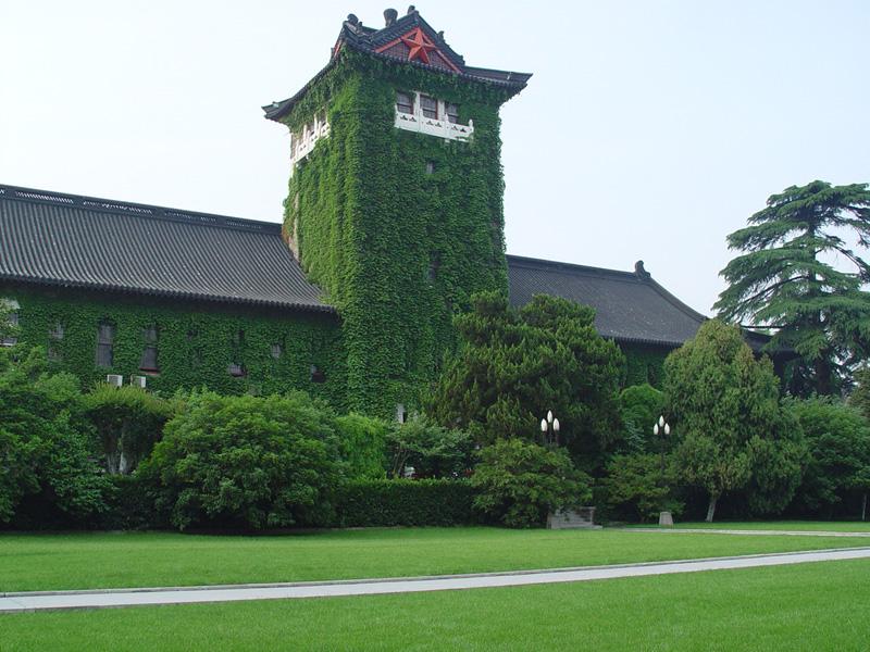 Нанкинский Университет расположен в живописных местах