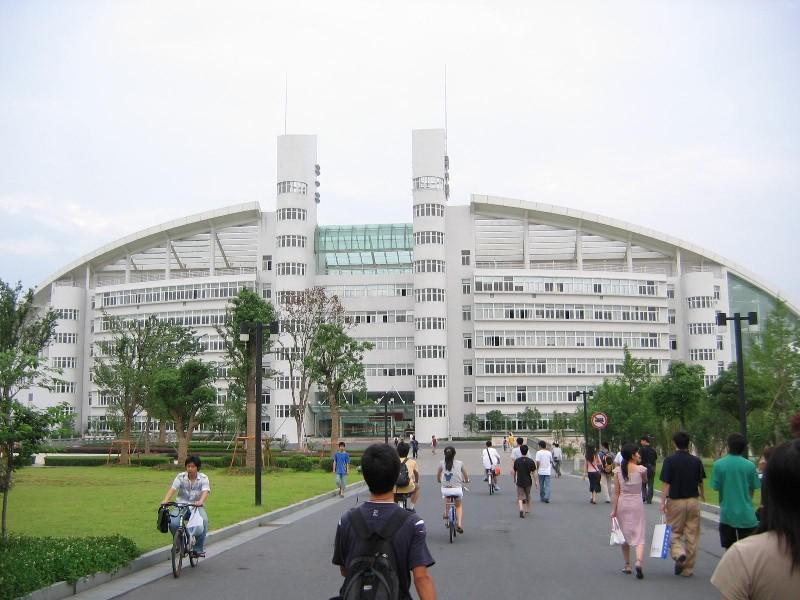 Чжецзянский Университет расположен в провинции Чжэцзян, городе Ханчжоу, всемирно известном своей прекрасной природой