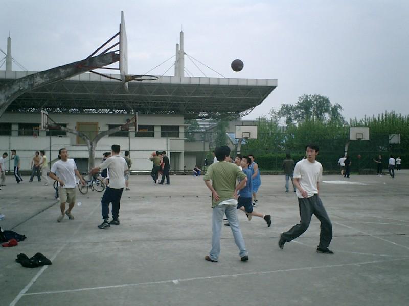 На территории Университета Чжецзян - много спортивных площадок