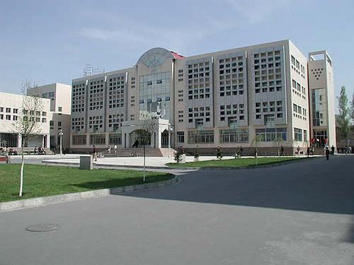 Синьцзянский Университет является одним из лучших и крупнейших высших учебных заведений в Синьцзяне