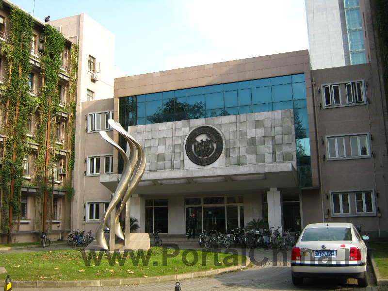 Университет Tongji предлагает большой выбор интересных образовательных программ на английском языке