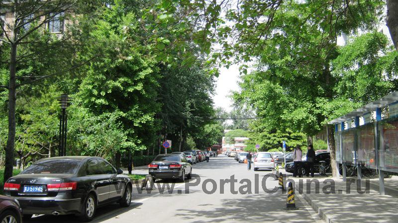 Пекинский Университет гражданского строительства и архитектуры имеет приятный зеленый кампус, расположен в центре Пекина