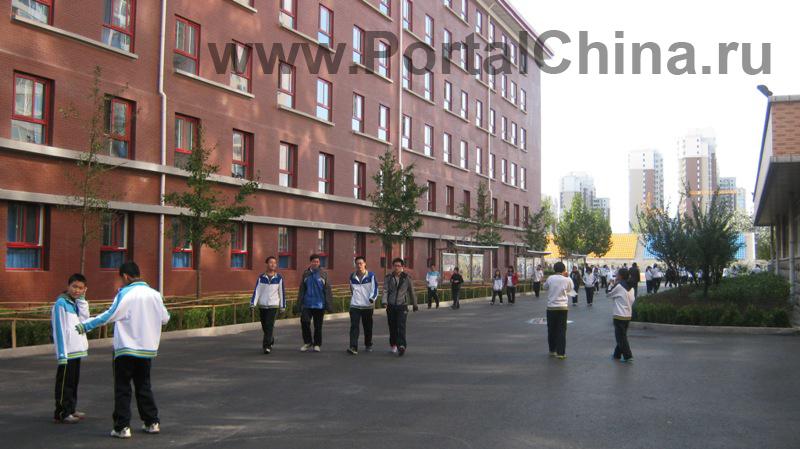 В Пекинской Средней Школе имени Первого Октября очень теплое и индивидуальное отношение к студентам