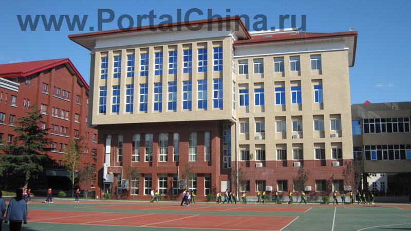 Обучение в Пекинской Средней Школе имени Первого Октября для иностранных студентов начинается с изучения китайского