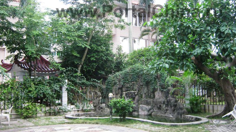 Хайнаньская Первая Языковая Школа находится в городе Хайкоу, столице острова Хайнань