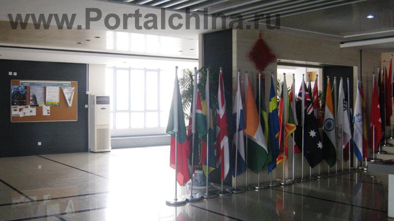 Все программы бакалавриата преподаются на английском языке высококвалифицированными преподавателями из Ливерпульского Университета (Великобритания)