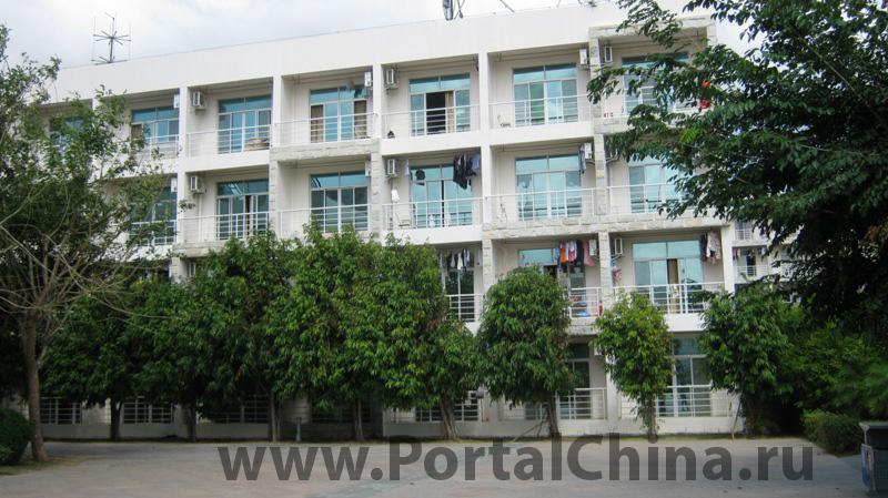 Институт авиации и туризма находится в г. Санья – самом южном городе на территории Китая
