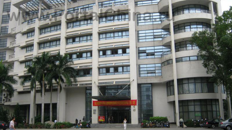 Хайнаньский Педагогический Университет расположен в центре города