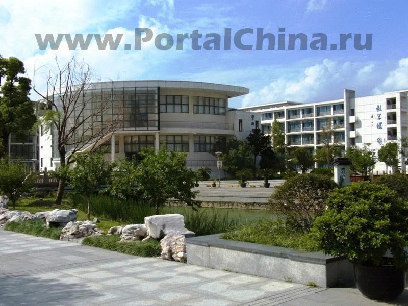 Школа Blue Mountains в Сучжоу предлагает 2-летнюю программу обучения в области бизнеса со специализацией «Международный менеджмент гостиниц и курортов», аккредитованную Департаментом образования Австралии TEQSA
