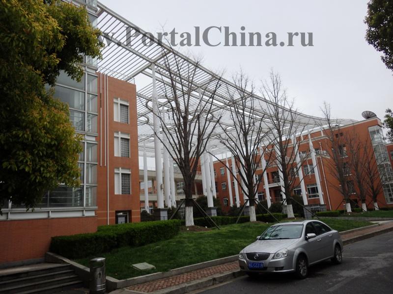 Международное отделение существует с 1999 года и принимает иностранных студентов возрастом от 12 до 18 лет